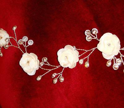 Beispiel: Brautschmuck, Foto: Der Brautladen Accessoires.