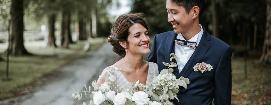 Photographe des gens heureux et des jolis couples