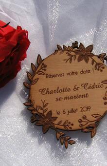 Save The Date couronne de fleurs  en bois gravé