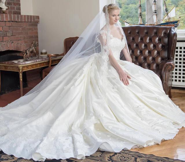 Beispiel: Brautkleider