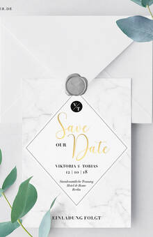 Individuelle Gestaltung: Save the Date Postkarte mit Goldfolierung