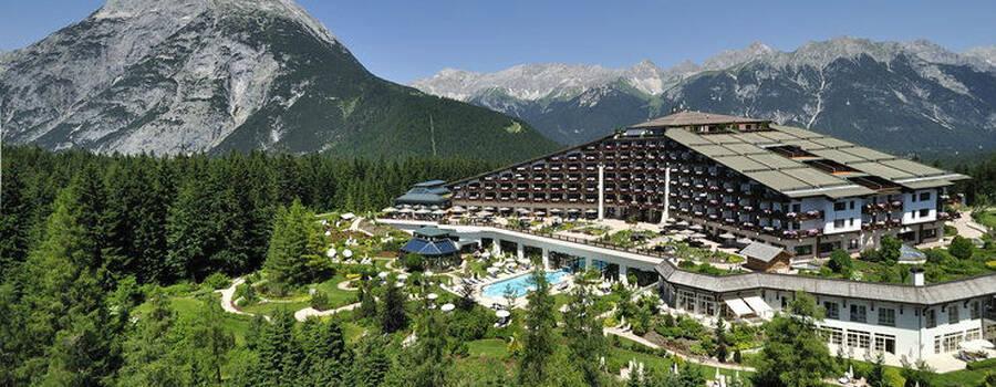 Beispiel: Gesamtansicht Interalpen Hotel, Foto: Interalpen Hotel.