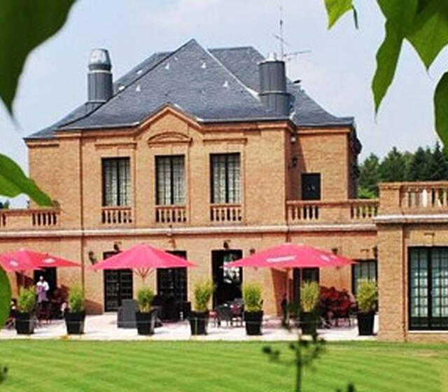 Beispiel: Clubhaus, Foto: Kosaido International Golf Club.