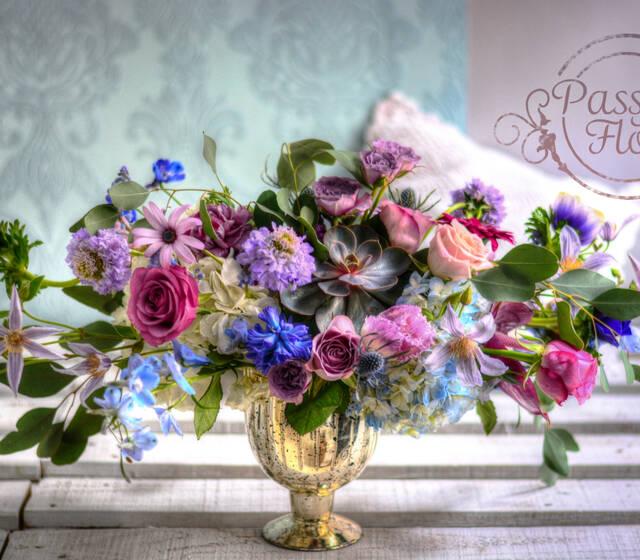 Kompozycja kwiatowa na stół młodej pary