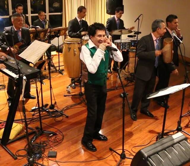 """Gustavo """"El Loko"""" Quintero con la Orquesta Los Graduados"""