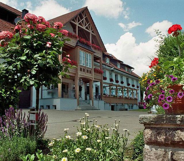 Beispiel: Außenansicht, Foto: Landgasthof Rössle.
