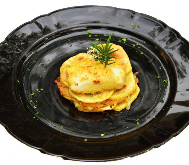 Millefoglie di Baccalà su cipolle e patate