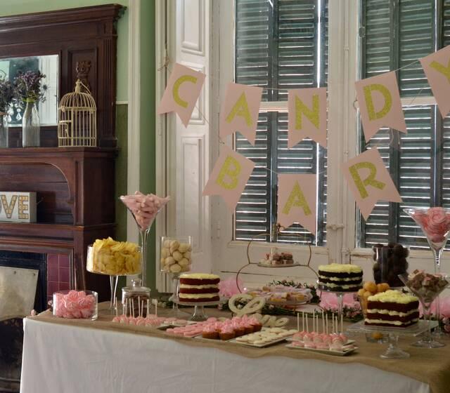 Mesa Dulce en tonos dorados, rosa y rafia en la Finca El Pendolero