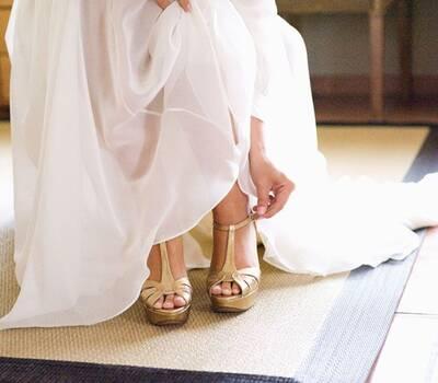 Sapatos de noiva dourado