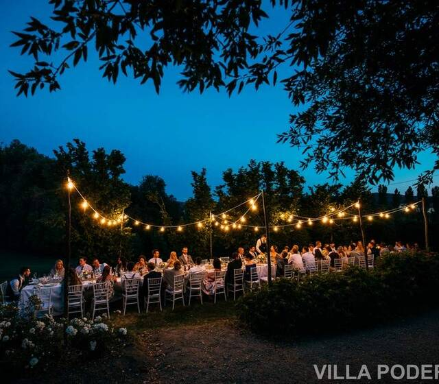 Cena nei giardini di Villa Podernovo -Dinner and festoon lights in Villa Podernovo gardens