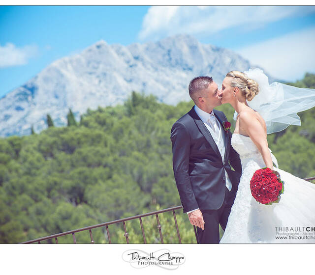 Photo de couple sur fond de Sainte-Victoire au Tholonet