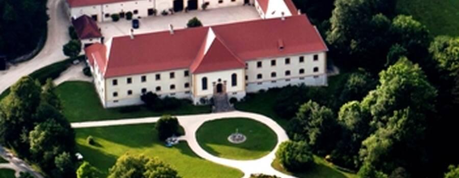 Beispiel: Luftaufnahme, Foto: Schloss Ehrenfels.