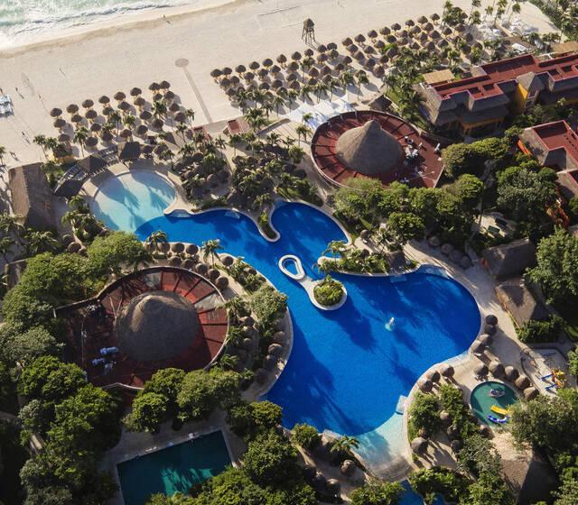 IBEROSTAR Tucán es el lugar ideal para el destino de tu boda. Celebra tu día en este lujoso resort con servicios 5 estrellas, magníficas instalaciones y paquetes diseñados para hacer tu evento inolvidable.