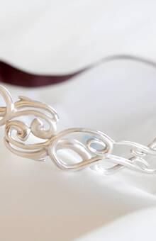Diadema en plata mate y brillo. Diseño exclusivo de Victoria de la Calva.