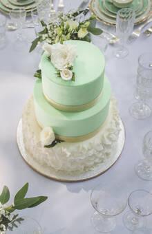 Wedding cake thème nature , vert pastel et froufrous