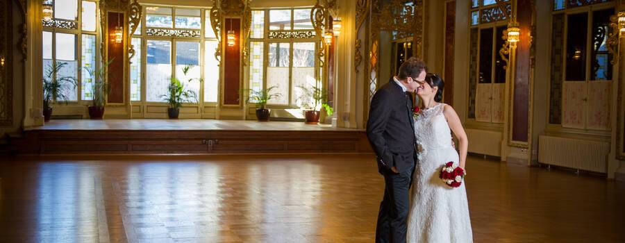 Brautpaar im Ballsaal