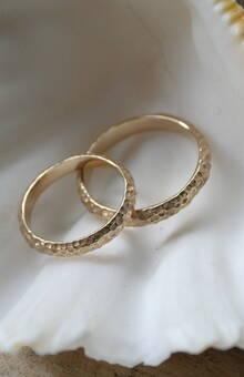 обручальная пара в золоте