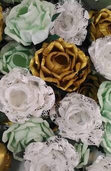 Conjunto de Rosas em papel (Linha Natural e Linha Metalizada) e renda