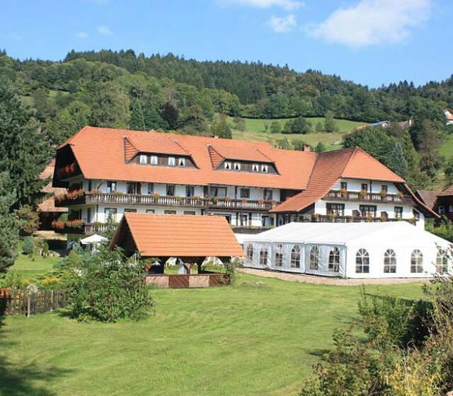 Beispiel: Das Hotel, Foto: Hotel-Restaurant Zum Fröhlichen Landmann.