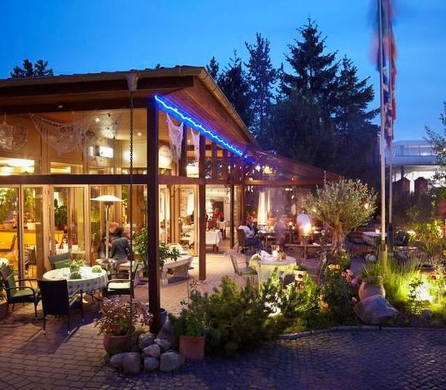 Beispiel: Restaurant bei Nacht, Foto: Alte Straßenmeisterei.