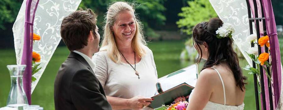 Freie Trauungszeremonie im Zeichen der Blume des Lebens Foto: Die Hochzeitsrednerin.