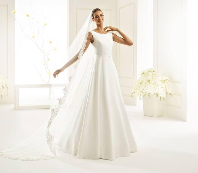 Brautkleid aus Chiffon, Schleier mit Spitze | Bianco Evento
