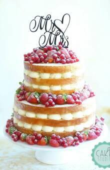 naked cake (torta nuda) con frutti rossi