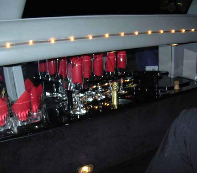 Beispiel: Minibar, Foto: Action Limousine.