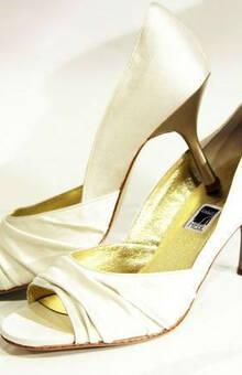Beispiel: Brautschuhe, Foto: Schuh Hiegl.