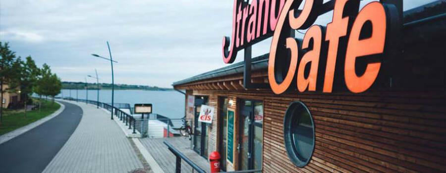Beispiel: Vorderansicht, Foto: Strandcafé am Markkleeberger See.
