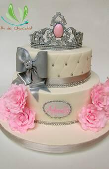 Hermosa torta para acompañar unos 15 años