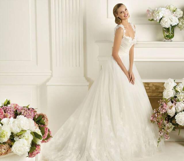Beispiel: Brautkleider von bekannten Markenherstellern, Foto: Brautsalon Flossmann.