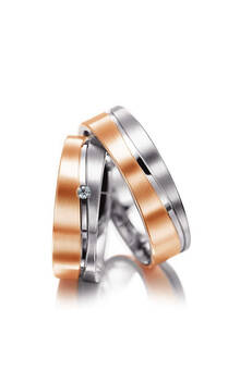 35 900р. Артикул: M01062 Материал: Золото 585' Размер: 16.0 / 18.0 Цвет:  розовый, белый Вес пары: ~13.8 гр. Ширина: 6 мм. Толщина: 1.5 мм. Вставка: бриллиант 1.5 мм. 3/5