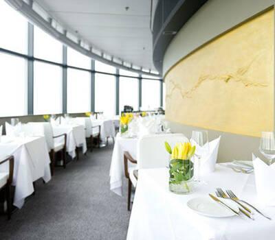 Beispiel: Restaurant, Foto: Main Tower Restaurant & Lounge.