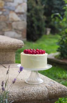 Cremousse blanca - tarta de mousse de chocolate blanco con crujiente de chocolate blanco y frambuesas