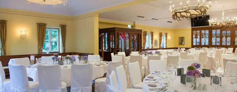 Beispiel: Innenraum - Festliches Bankett, Foto: Restaurant Hirschau.