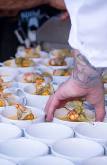 Thaisuppe mit Scampi & Andenbeere