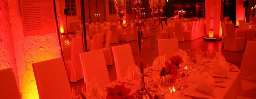 Beispiel: Tischdekoration, Foto: Deko Design.