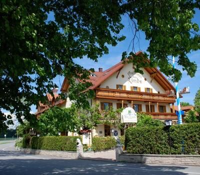 Beispiel: Außenansicht, Foto: AKZENT Hotel Alte Linde Wieling.