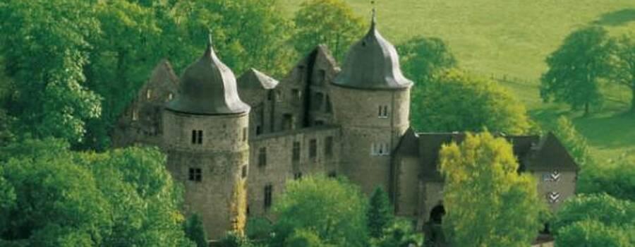 Beispiel: Luftaufnahme, Foto: Dornröschenschloss Sababurg.