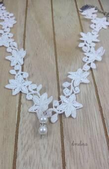 Amelina - collier Lise Superbe et romantique collier en appliqué dentelle de calais, rehaussée de perles nacrées et de strass.