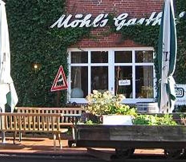 Beispiel: Eingang und Terrasse, Foto: Möhls Gasthof.