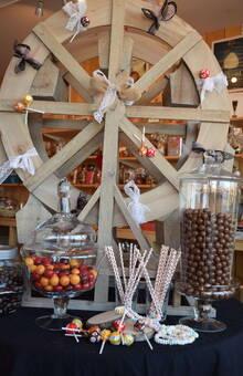 la roue en bois: le partenaire d'un décor champêtre ou festif