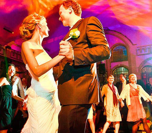 Beispiel: So wird Ihre Hochzeitsparty ein voller Erfolg, Foto: Traumhochzeit Schleswig Holstein.