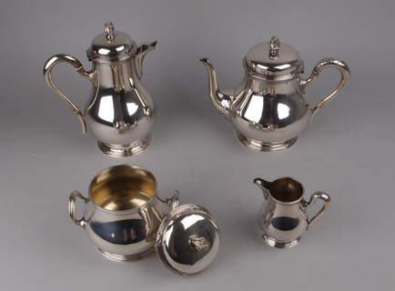 Service à thé et café en argent massif.