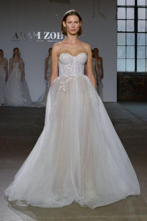 Entdecken Sie die schönsten Brautkleider mit Herzausschnitt ...