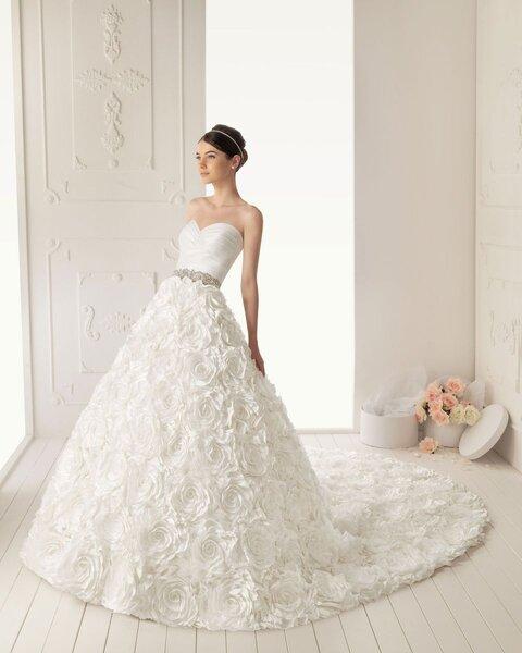 robes de mari e avec des fleurs