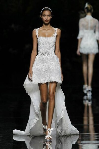 Vestido de Noiva com alças. Foto: PRONOVIAS
