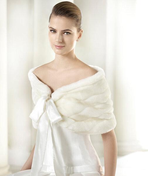 Меховая накидка на свадебное платье
