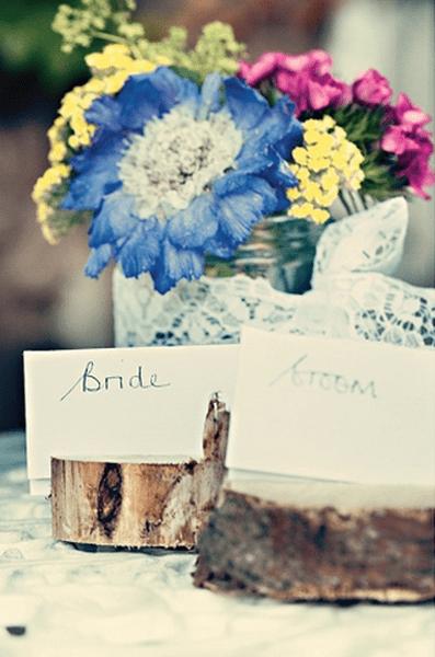 Holz als Hochzeitsdekoration gibt Ihrer Hochzeit ein warmes Flair, Foto: Dottie Photography